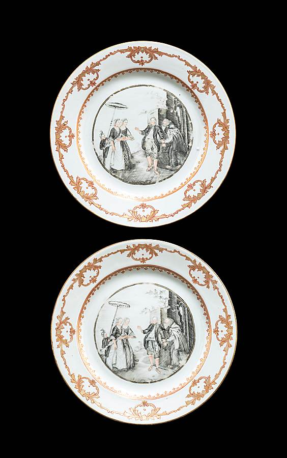 Pair of Chinese export porcelain European subject dinnerplates en grisaille