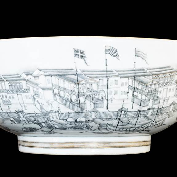 Chinese export porcelain Hong Bowl painted en grisaille