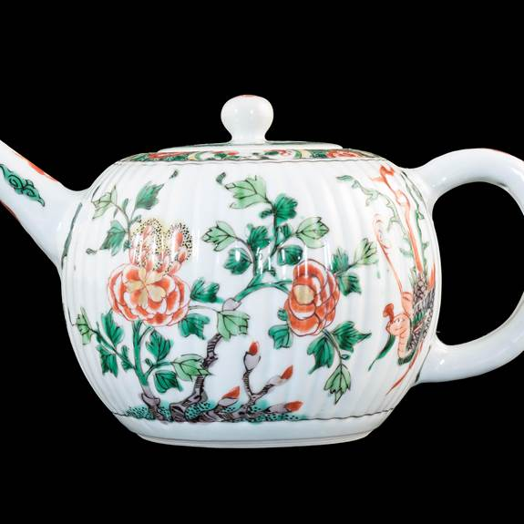 Chinese export porcelain famille verte teapot and cover