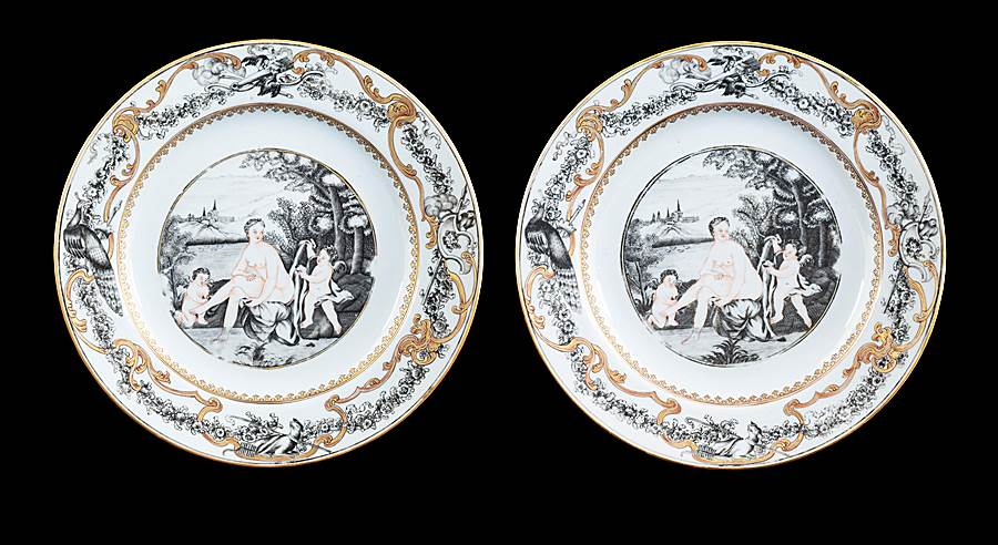 Pair of Chinese export porcelain dinner plates with European subject en grisaille