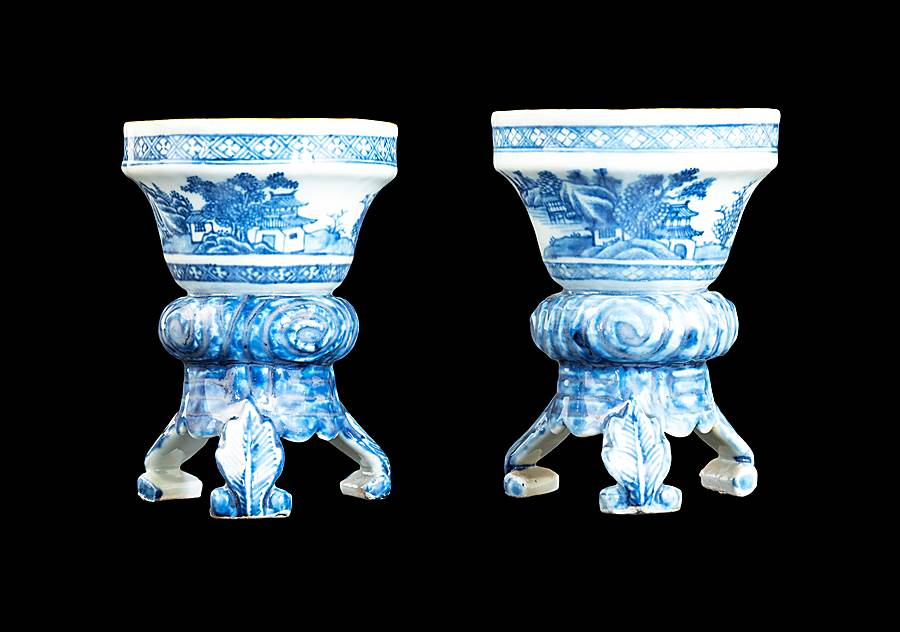 Pair of Chinese export porcelain blue and white salts