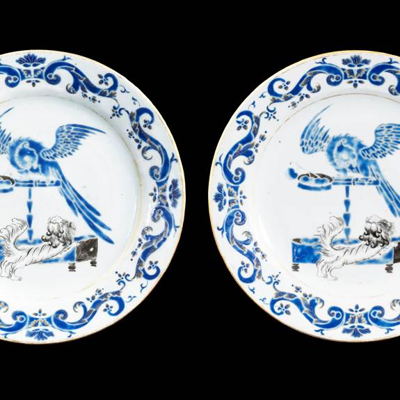 Pair of Chinese export porcelain dinner plates, attributed to the 'Pronk workshop'