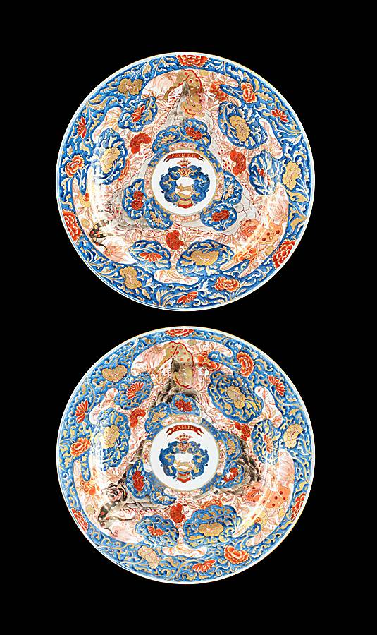 GG: Pair of Chinese Armorial porcelain large Chargers, arms of van Overveldt