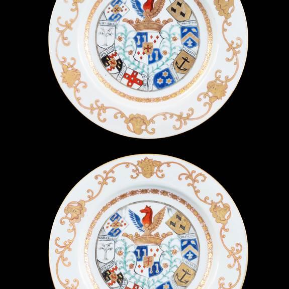GG: Pair of Chinese armorial dinner plates, arms of van Reverhorst