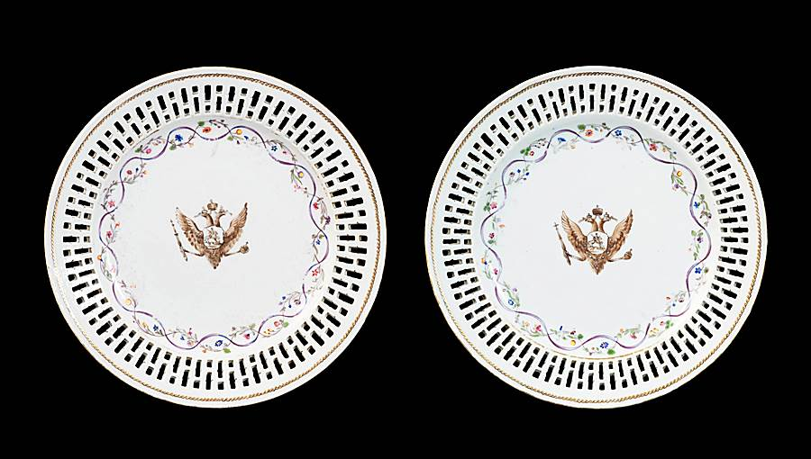 GG: Par of Chinese armorial small fruit plates, arms of Catherine the Great of Russia