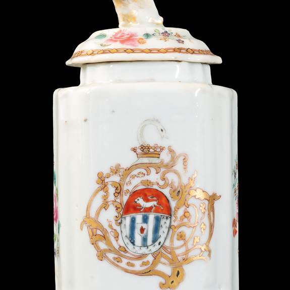 GG:  Chinese armorial porcelain teacaddy and cover, arms of Blackwell