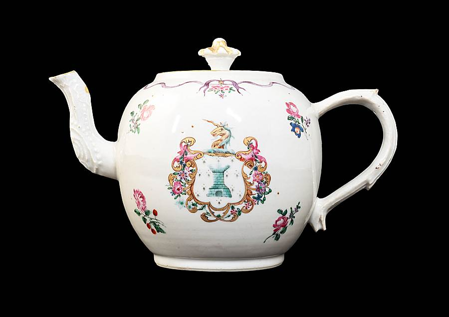 GG: Chinese armorial porcelain teapot and cover, arms of Sampson