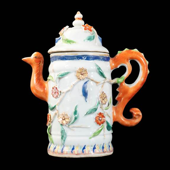 GG: Chinese export porcelain famille rose ewer and cover with bird-head spout