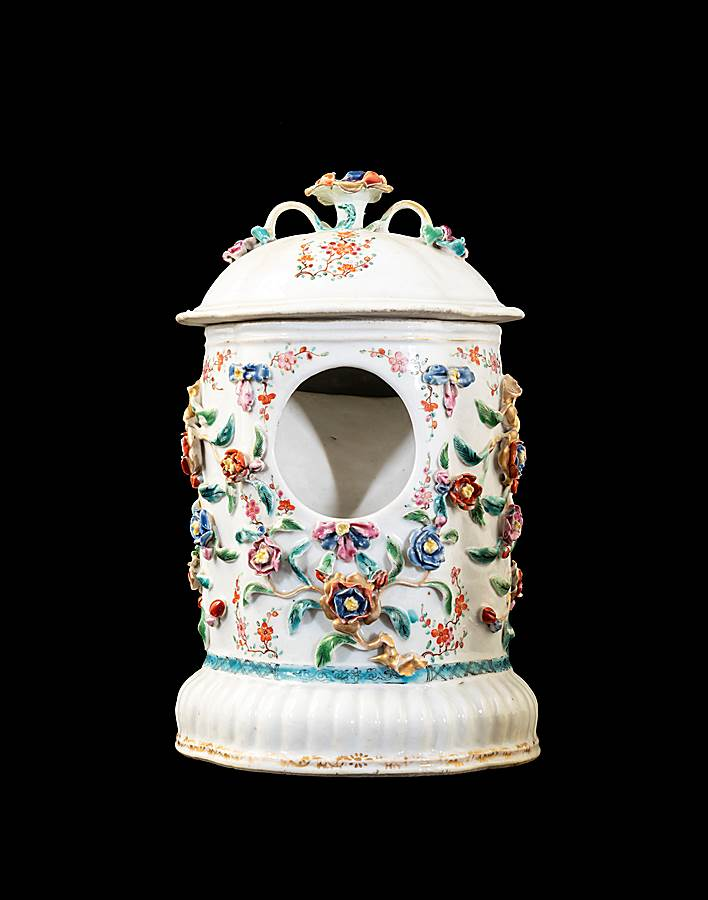 GG: Chinese export pocelain famille rose watch stand and cover