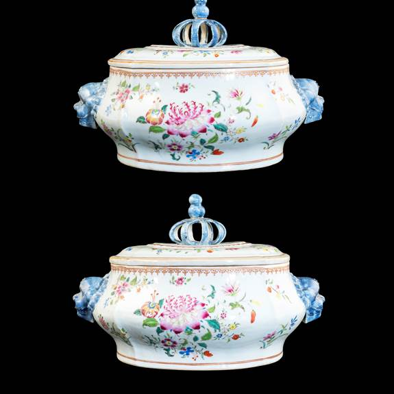 GG: Pair of Chinese export porcelain famille rose tureens and covers with coronal knops