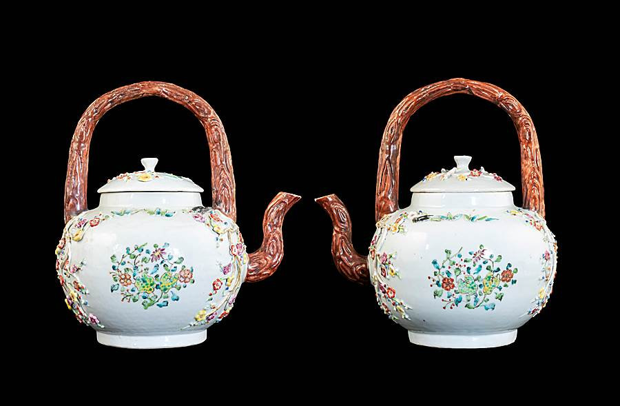 GG: Pair of Chinese export porcelain famille rose punchpots with appliqué flowers