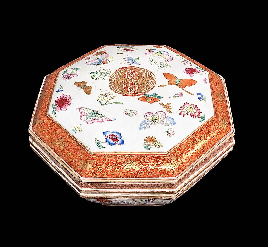 Chinese porcelain famille rose box and cover