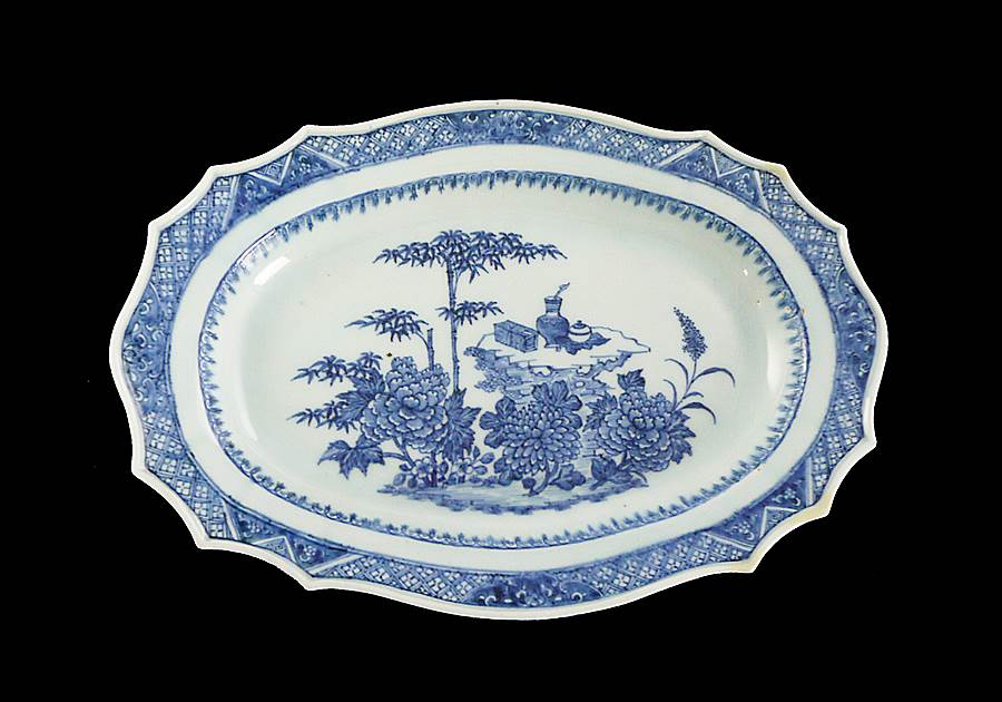 Chinese export porcelain blue and white dish