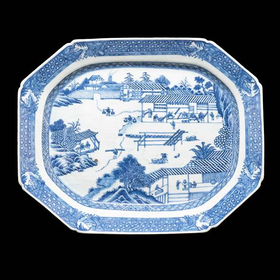 Chinese blue and white porcelain meat dish showing porcelain manufacture at Jingdezehn