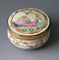 Chinese export porcelain Erotic Subject Snuff box