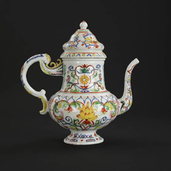 chinese export porcelain ewer with designs after vezzi porcelain