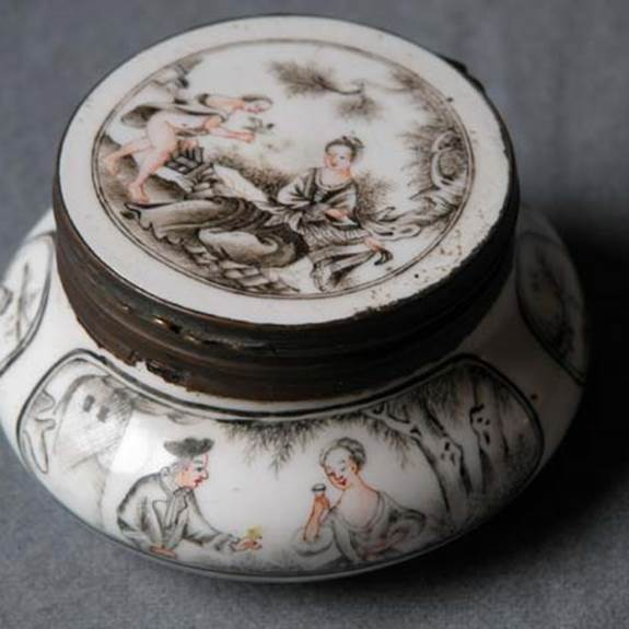 GRISAILLE SNUFF BOX