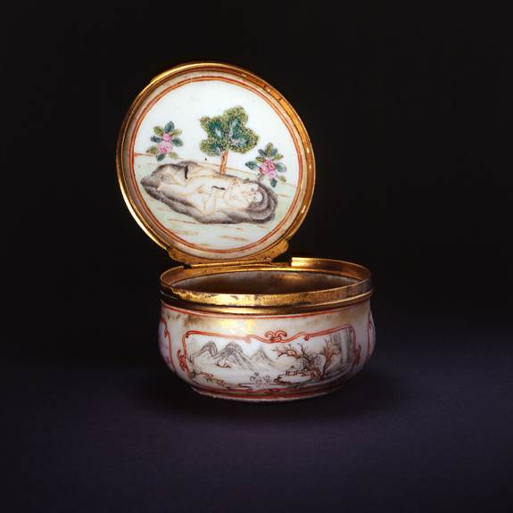 EROTIC SUBJECT SNUFF BOX