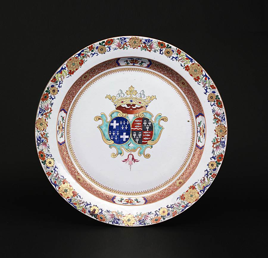 massive chinese export porcelain armorial charger