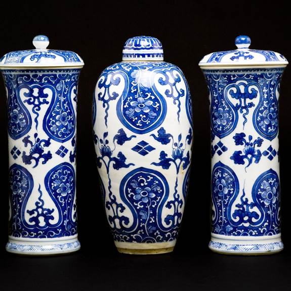 Chinese export porcelain blue and white Five Piece Garniture
