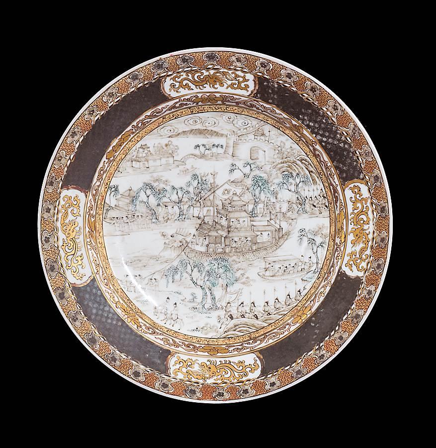chinese eggshell porcelain ruby back plate wiht a dragonboat scene