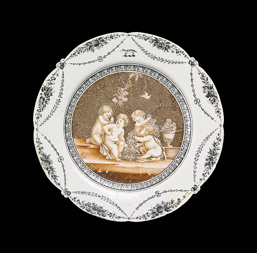 Chinese export armorial porcelain dinner plate, Bartolozzi