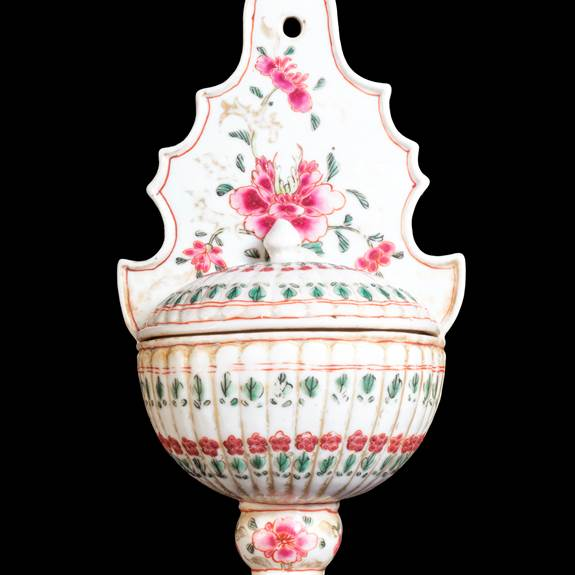 chinese export porcelain famille rose holy water stoupe