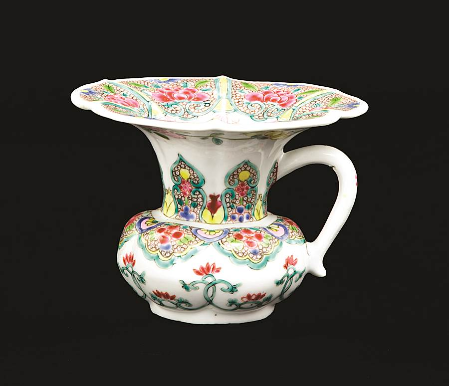 chinese export porcelain famille rose spittoon or zhadou