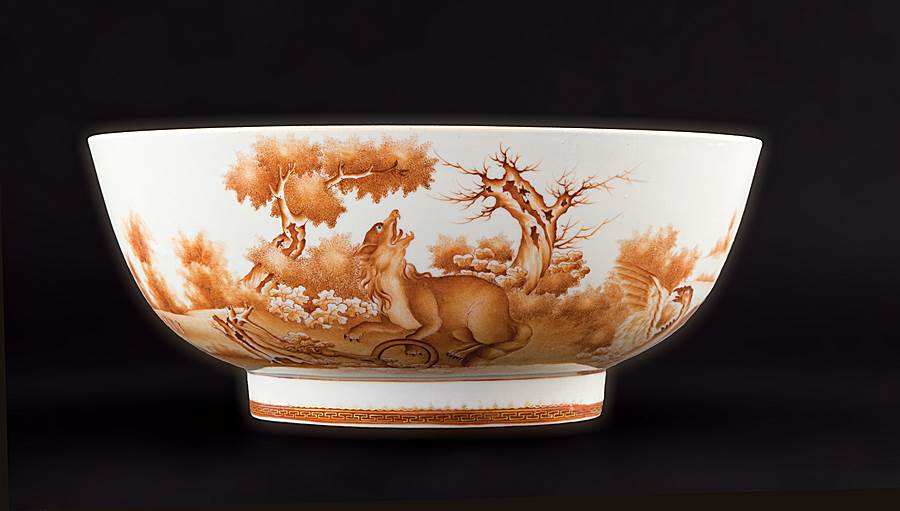 Chinese export porcelain small punchbowl with two fox scenes