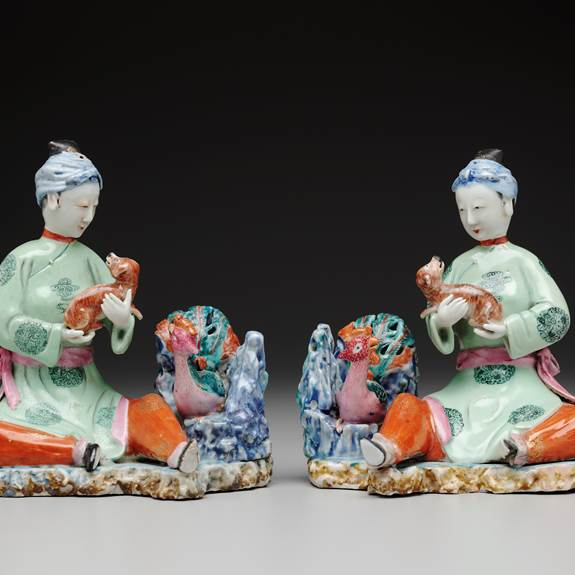 pair of chinese export porcelain figure groups of seated maidens with spaniels