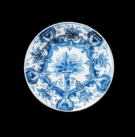 Chinese porcelain blue and white plate copying a delft pattern
