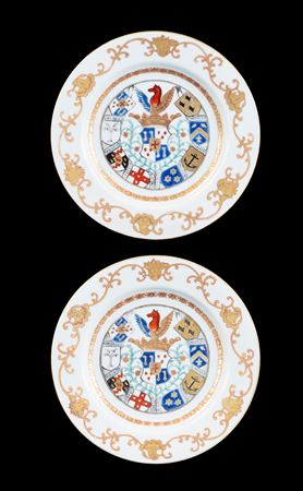 GG: Pair of Chinese armorial dinner plates, arms of van Reverhorst