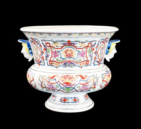 Rare Chinese export porcelain wine cooler with famille rose decoration