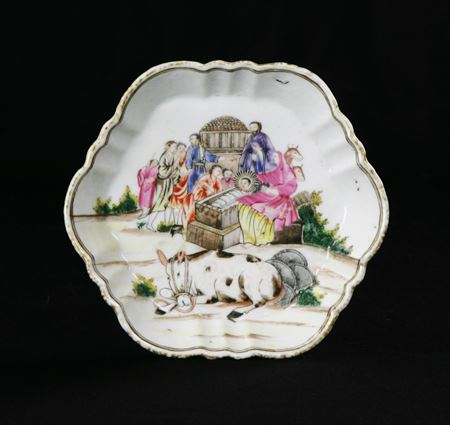 chinese export porcelain teapot stand with nativity scene