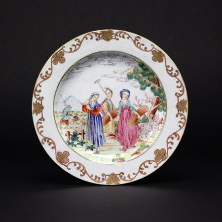 chinese export porcelain european subject famille rose dinner plate