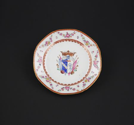 Chinese export porcelain Armorial Dinner Plate (italian arms)