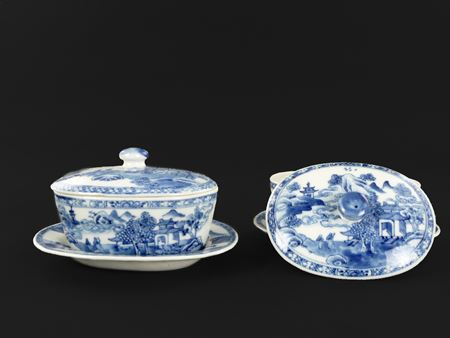Pair of Chinese export porcelain blue and white buttertubs