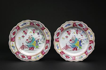 pair of chinese export porcelain famille rose dinner plates