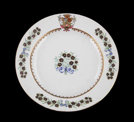 chinese export porcelain armorial dinner plate