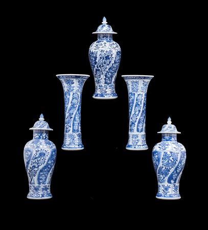 chinese export porcelain blue and white garniture