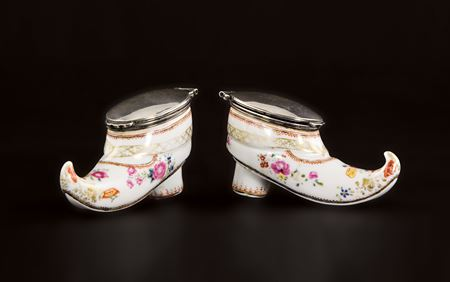 Pair of Chinese export porcelain famille rose shoe-form snuff boxes